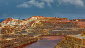 里约Tinto矿在风暴日 库存图片