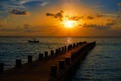 里维埃拉玛雅人在加勒比玛雅的码头日出 库存照片