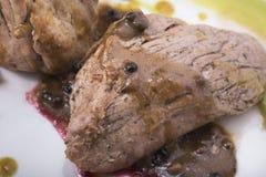 里脊肉用辣椒酱,水煮的土豆和两不同蔬菜泥14close上升射击 免版税库存图片