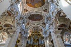 里面圣斯蒂芬大教堂在帕绍 图库摄影