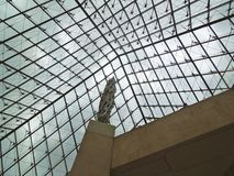 里面天窗博物馆金字塔 库存照片