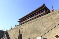 里面宏伟的城市门塔,多孔黏土rgb 免版税库存图片