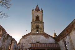 里面教会废墟 免版税库存图片