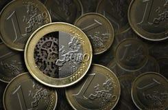 里面欧洲硬币和齿轮 库存照片