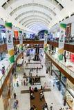 里面现代luxuty购物中心在迪拜 库存图片
