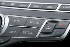 里面豪华汽车 声望现代汽车内部  黑穿孔的皮革驾驶舱 媒介在黑皮革的控制按钮与 免版税图库摄影