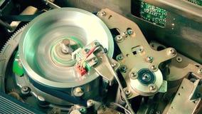 里面Vhs记录器:录影带插入物,与顶头鼓的联络 股票视频