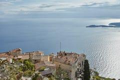 里维埃拉从岩石的顶端海岸视图 免版税库存照片