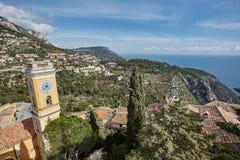 里维埃拉从岩石的顶端海岸视图 图库摄影