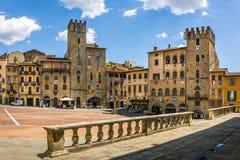 重创的广场托斯坎阿雷佐市,意大利大广场  免版税库存照片