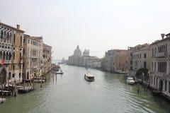 重创的运河和圣玛丽亚della向致敬,威尼斯,意大利 免版税库存图片