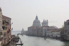 重创的运河和圣玛丽亚della向致敬,威尼斯,意大利 库存图片