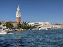 重创的运河和圣马克广场(圣马可广场) -威尼斯,意大利 免版税库存图片