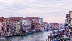 重创的运河,威尼斯意大利 库存照片
