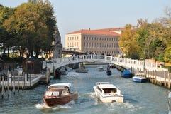 重创的运河,罗马广场,威尼斯,意大利 免版税库存照片