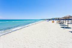 重创的Alimini,普利亚-参观Alimini Gran巨大的海滩  库存图片