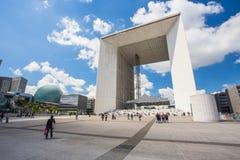 重创的Arche de拉德芳斯在巴黎,法国 库存图片