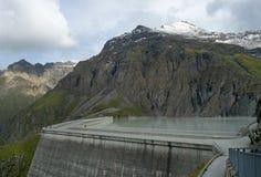 重创的Dixence水坝 免版税库存照片