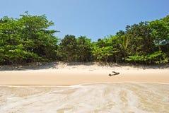 重创的Ilha :海滩普腊亚大步慢跑mendes,里约热内卢状态,巴西 免版税库存图片