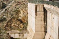 重力水坝的扶垛 免版税库存照片