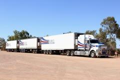 重型卡车运输在内地澳大利亚 库存图片