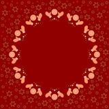 重复圈子姜饼在红色背景的曲奇饼样式与星剪影 免版税库存照片