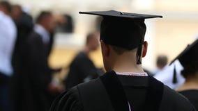 重复毕业典礼讲话,高等教育的紧张的荣誉学生 股票视频