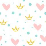 重复的冠、心脏和圆的小点 无缝逗人喜爱的模式 用手画 免版税库存照片