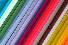 重复的颜色 在显示的五颜六色的织品 免版税库存图片