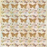 重复背景样式的土气脏的植物的蝴蝶 免版税库存照片