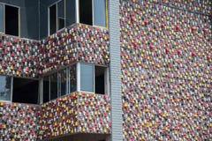 重庆石国华陶瓷Co 位于北京的中心商务区的心脏,包括旅馆,办公室,公寓,展览室和商城的CWTC,是在北京和其中一根据的许多跨国公司的第一个选择最大的高级商业混杂用途发展中在世界上 被废弃的坦克用一根棍子到墙壁里 免版税库存照片