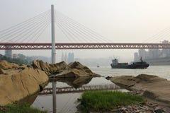 重庆DongShuiMen长江桥梁 库存图片