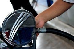 重新装满与燃料的现有量汽车 库存图片