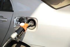 重新装满有燃料的汽车 库存照片
