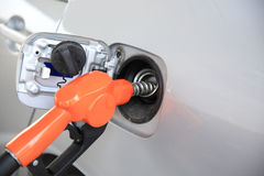 重新装满有燃料的汽车 免版税库存图片