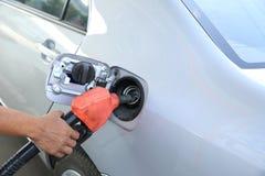 重新装满有燃料的汽车 库存图片