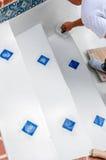 重漆台阶的水池 免版税库存照片