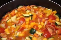 重点宏观浅汤蔬菜 免版税库存照片