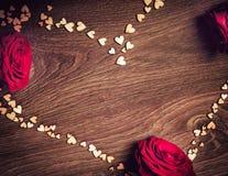 重点 情人节桌餐位餐具 与拷贝空间的木桌 库存照片
