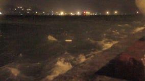 重的吹在口岸的雨风和阵风在台风期间 影视素材