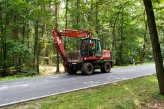重的红色挖掘者或挖掘机 库存照片
