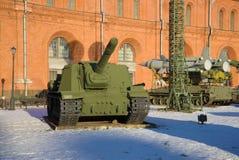 重的自走火炮ISU-152在火炮和信号军团,圣彼得堡博物馆  图库摄影