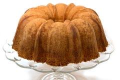 重糖重油蛋糕在白色隔绝了 库存图片
