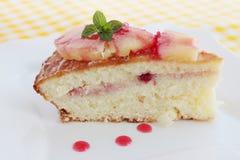 重糖重油蛋糕用新鲜的菠萝 免版税图库摄影
