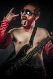重金属。独奏使用在吉他的摇滚明星 库存图片