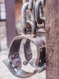 重金属的手铐 免版税库存图片