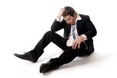重音的年轻商人在地板上 免版税库存图片