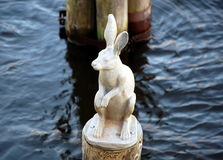 野兔的雕塑 免版税库存照片