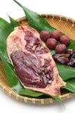 野生在竹盘子的野鸭鸭子生肉 免版税库存照片