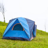 野营与在草的帐篷 库存照片